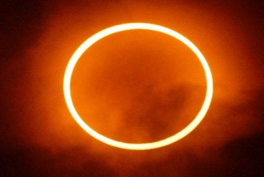 Ilustra Gerhana Matahari Cincin