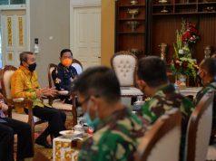 Gubernur Riau, H Syamsuar (batik kuning) menerima kunjungan Tim Litbang Pusat Teritorial TNI AD